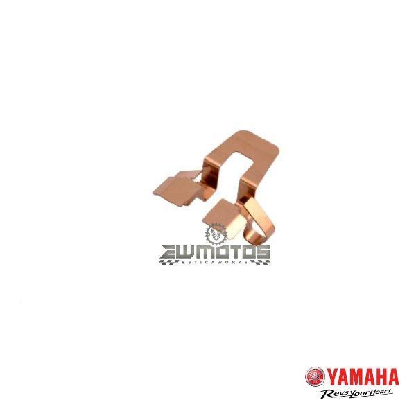 Chapa Suporte Pinça Guia Pastilhas – Yamaha DT 50 LC LCD LCDE (Baixo)